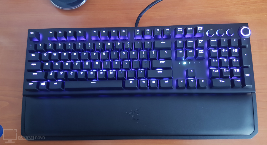 razer-blackwidow-elite-top-view-rgb